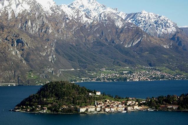 Vista di Bellagio, località turistica sul Lago di Como (Wikipedia).