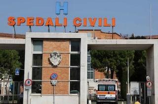 Si sente male e muore in ospedale: oltre 50 parenti invadono il pronto soccorso, caos a Brescia