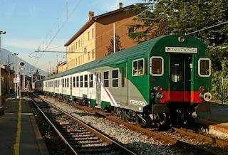 """""""E volete fare le Olimpiadi?"""": viaggiatori infuriati per i disagi sulla Milano-Lecco-Sondrio-Tirano"""