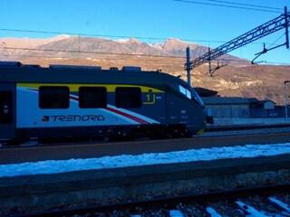 Neve in Lombardia: ritardi per i treni regionali Trenord, a Como scuole chiuse
