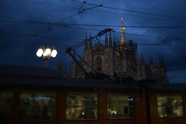 Tramonto su piazza del Duomo, Milano (Getty).