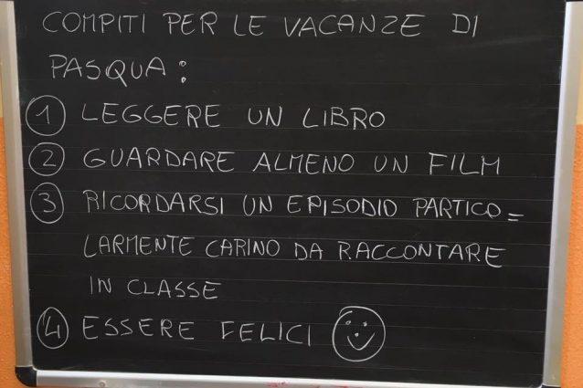 I compiti in classe assegnati dal maestro Paolo Limonta (Facebook)