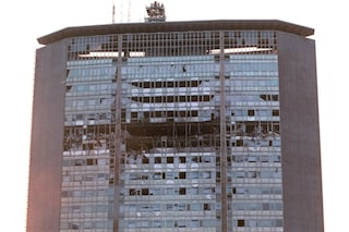 Milano, il 18 aprile del 2002 lo schianto tra un aereo da turismo e il Pirellone: tre morti