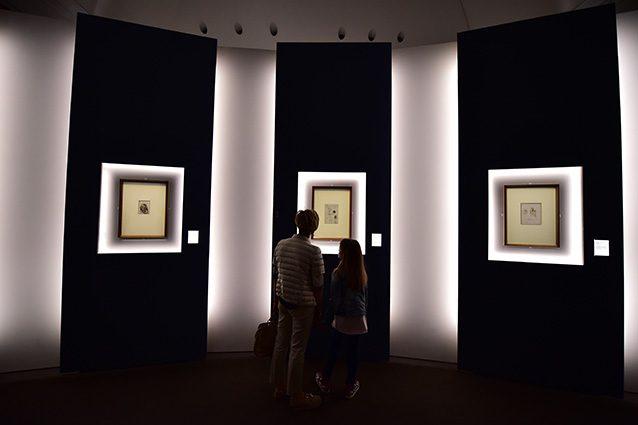 Visitatori ad una mostra al Palazzo Reale di Milano (Getty).
