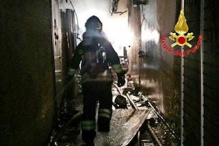 Incendio in un appartamento a Milano, evacuato palazzo: sei poliziotti restano intossicati