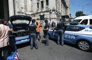 Milano, ragazzo aggredisce un poliziotto con una spranga alla stazione Centrale: arrestato