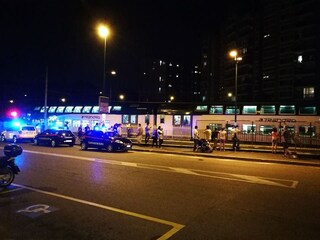Lecco, tragedia lungo i binari della stazione: persona investita e uccisa da un treno