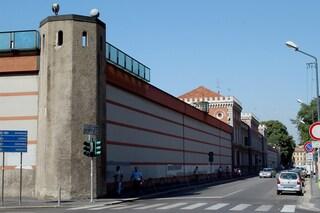 Milano, agente della polizia penitenziaria si spara con la pistola d'ordinanza