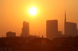 Milano contro lo smog: ecco i contribuiti per tetti verdi e riqualificazione energetica