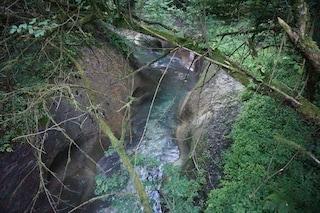 Pescatore scivola e cade in un torrente a Garzeno: soccorritori lo recuperano dopo due ore