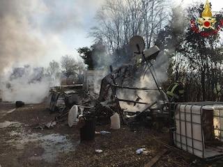 Raid in un campo nomadi a Lonato: uomo brucia due roulotte e spara con un fucile, arrestato