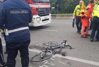 E' morto l'uomo in bici travolto da un camion a Milano ieri pomeriggio