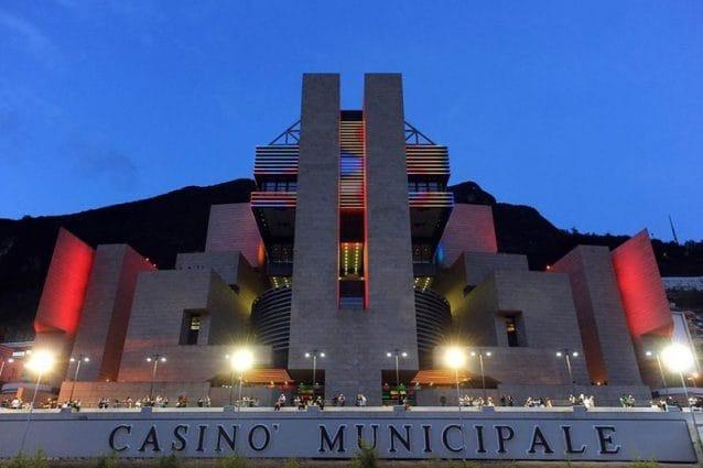 La facciata del Casinò di Campione d'Italia