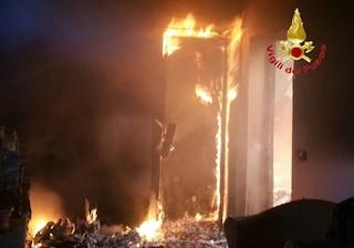 Incendio nella notte in un appartamento a Cinisello Balsamo: gravemente ustionati due uomini