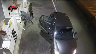 Cornate d'Adda, devastano benzinaio con la ruspa e svaligiano il distributore self service