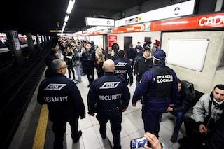 """Milano, borseggiatrice fermata durante un furto in metro: """"Sono incinta"""", ma viene arrestata"""