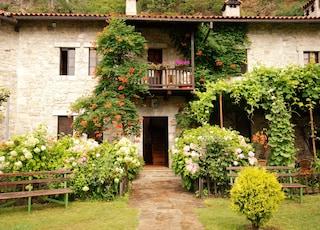 In Lombardia una norma autarchica per gli agriturismi: in tavola solo vino e pesce della regione