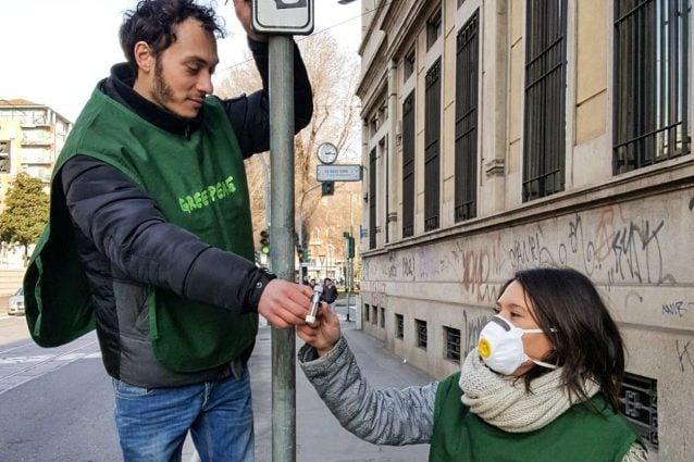 Uno dei campionatori installati dai cittadini per la rilevazione sul biossido di azoto