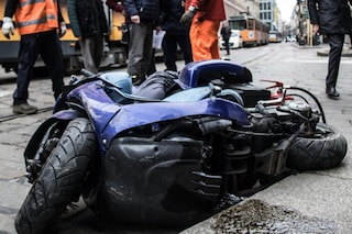 Milano, tragico incidente in zona San Siro tra un'auto e una moto: grave 19enne