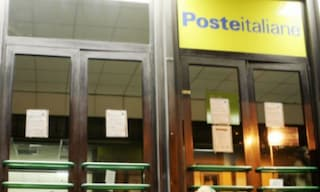 Rovato, rapina a mano armata all'ufficio postale poco prima della chiusura: bottino di 1600 euro