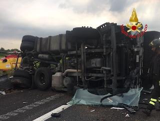 Camion si ribalta sulla Tangenziale est esterna di Milano: 64enne muore nell'incidente