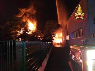 Ghedi, azienda prende fuoco in un capannone di Idealcar: due operai feriti