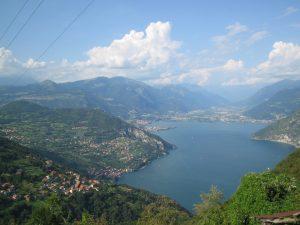 Una veduta del lago d'Iseo (Foto Giorces via Wikipedia)