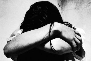 """""""Mi uccide, aiuto"""": tenta di strangolare la moglie. Lei salvata dalla vicina di casa"""