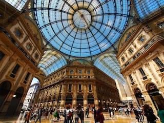 Milano, Armani si aggiudica l'asta per lo spazio in Galleria: prenderà il posto del negozio Tim