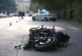 Bergamo, investe un motociclista e scappa: caccia al Suv pirata