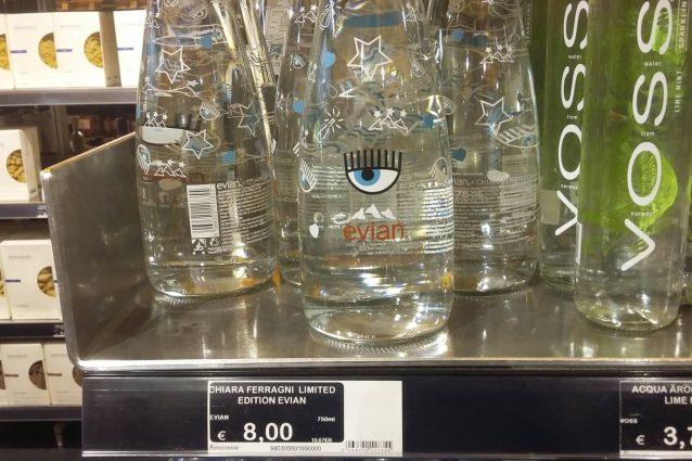 L'acqua Evian firmata Chiara Ferragni in vendita alla Rinascente di Milano (Foto Fanpage.it)
