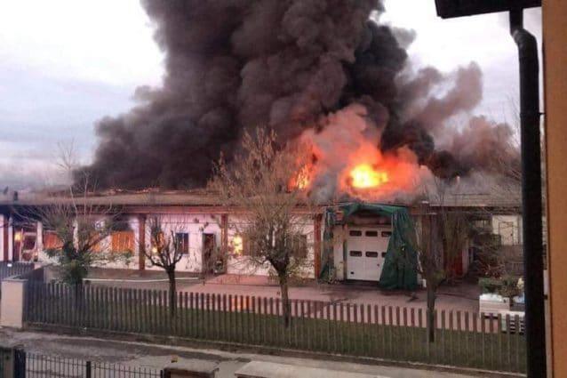 La foto dell'incendio postata su Facebook da Vita Trapani