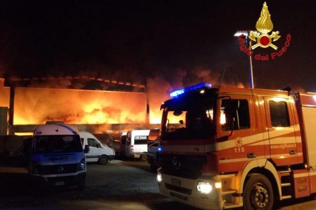 L'incendio di stasera, foto Vigili del fuoco Milano