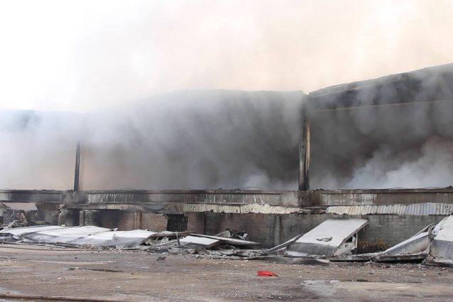 L'incendio in zona Bovisasca (Foto: Giampaolo Mannu)