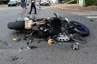 Milano, incidente nella notte: motociclista di 48 anni muore dopo lo schianto contro un camion