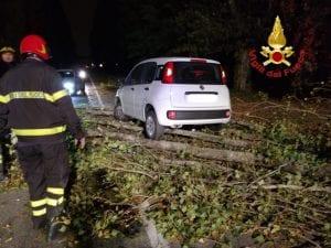 I danni da tromba d'aria a Milano , foto dei Vigili del Fuoco