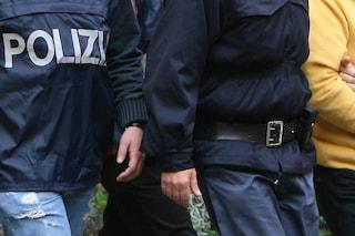Milano, sgominata la banda che rubava cellulari, occhiali e vestiti di lusso: 7 arresti