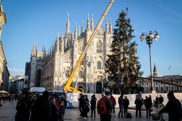 Albero Di Natale Milano.Natale 2018 A Milano In Piazza Duomo Arriva Il Tradizionale Albero