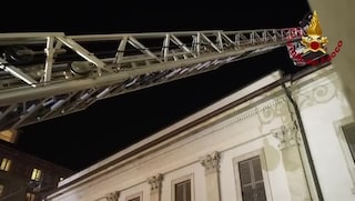 Esercitazione antincendio per la Prima della Scala: le spettacolari immagini dei vigili del fuoco