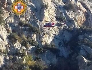 Rocciatrice milanese di 55 anni precipita e muore: ha fatto un volo di 50 metri