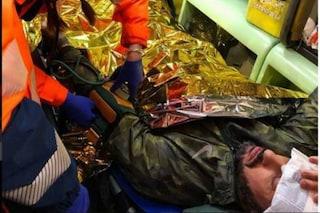 Milano, al bosco della droga con la troupe di Fabrizio Corona e una pistola rubata: denunciato