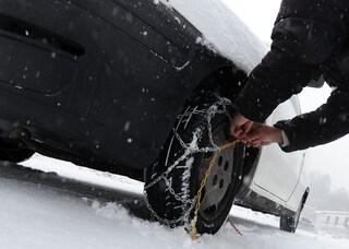 Ancora maltempo in Lombardia: bufera di neve a Madesimo, chiusa la strada statale 36