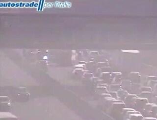 Monza, violento schianto tra un'auto e un furgone: due feriti e traffico in tilt