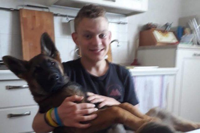 Kevin Zeni con il suo cane Leo (Facebook)