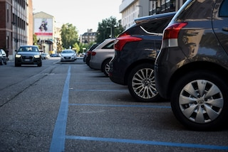 Milano, un'auto con telecamera per multare in automatico i furbetti della sosta