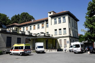 Ospedale Sacco, pazienti con l'ossigeno nei corridoi del pronto soccorso e personale contagiato
