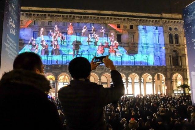 Il calendario musicale dell'Avvento in piazza Duomo a Milano (LaPresse)