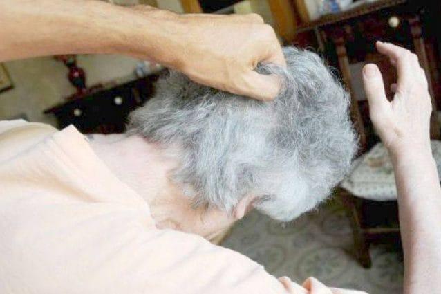 Litiga con la moglie e l'accoltella: tentato femminicidio a Livraga, grave una 81enne