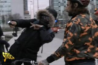 Milano, Vittorio Brumotti di Striscia la notizia minacciato da un pusher con un taser in stazione