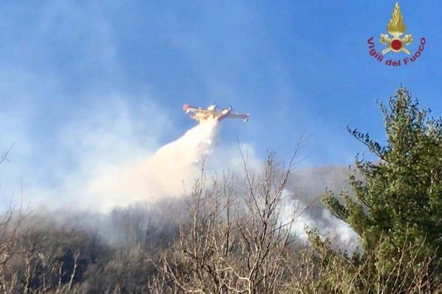 Canadair in azione (Immagine di repertorio. Fonte: Vigili del fuoco)